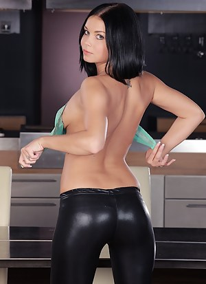 Free Big Ass Leather Porn Pictures